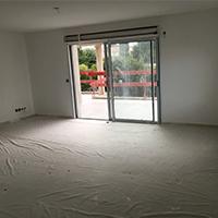 Le séjour en chantier du dernier appartement neuf disponible à Antibes